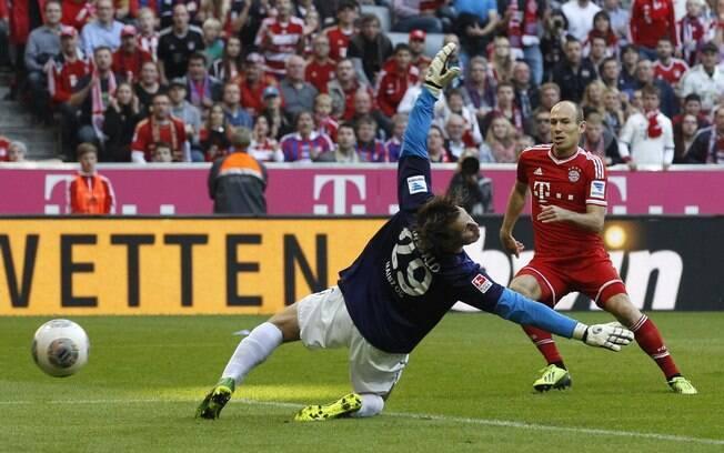 Robben anota um dos gols da vitória do Bayern diante do Mainz