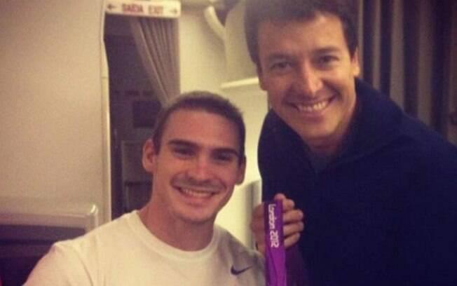 Rodrigo Faro tietou o campeão Olímpico Arthur Zanetti, em Londres