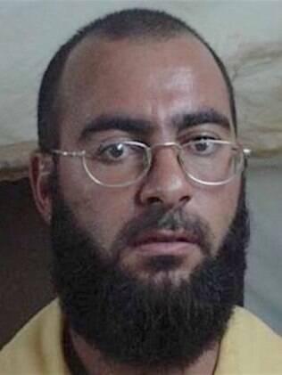 Abu Bakr al-Baghdadi em foto de uma de suas detenções pelo Exército dos EUA, de 2004
