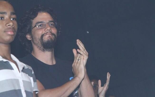 Wagner Moura aplaude Taís Araújo, que está em cartaz com peça no Rio de Janeiro