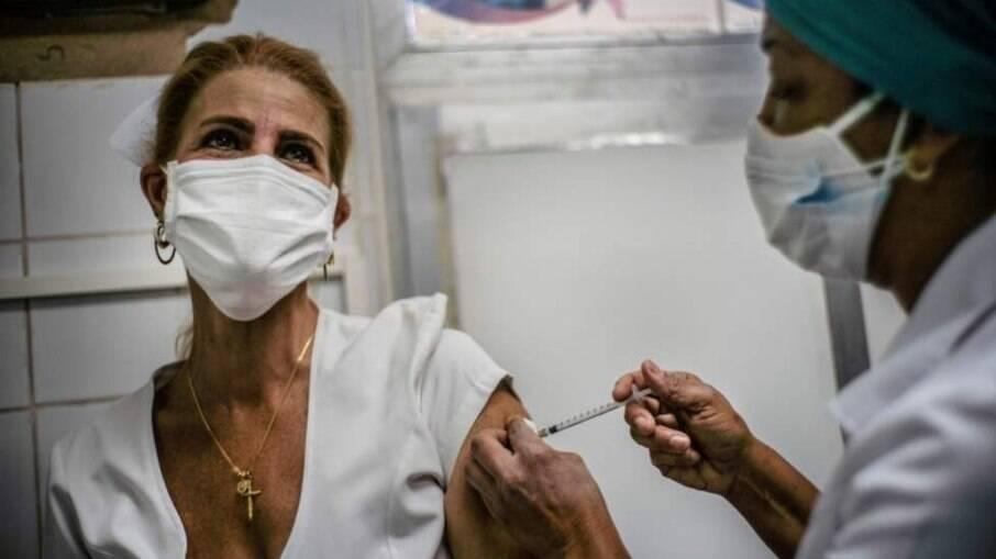 Governo de SP anuncia calendário de vacinação para pessoas a partir de 65 anos