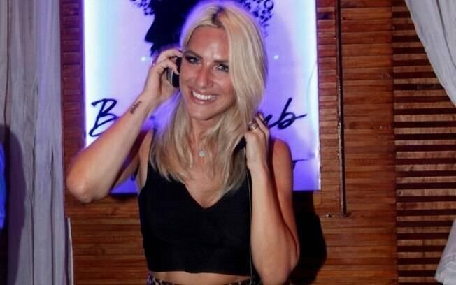 Giovanna Ewbank toca como DJ no litoral sul de São Paulo