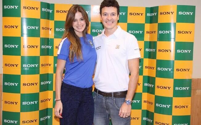 Rodrigo Faro e Vera Viel participam de esquenta em hotel no Rio, antes de irem assistir ao jogo