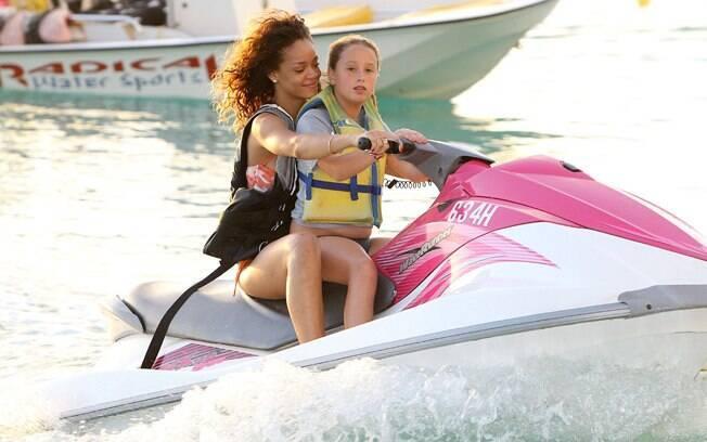 A cantora está aproveitando suas férias em Barbados