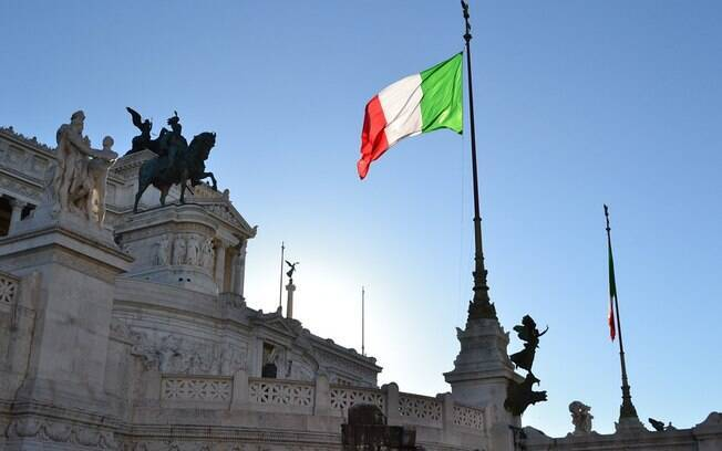 Ao todo, dois mil políticos italianos estão envolvidos no escândalo
