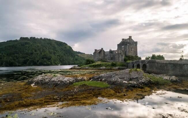 Eilean Donan é considerado o castelo medieval mais bonito da Escócia, um dos mais interessantes castelos na Europa