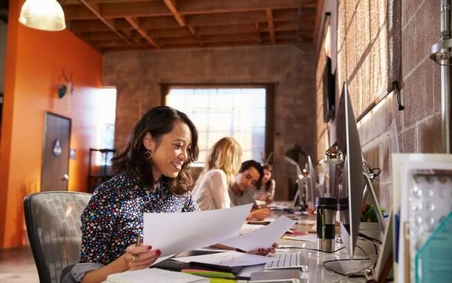 Ter bons relacionamentos com os companheiros de trabalho ajuda a melhorar o ambiente