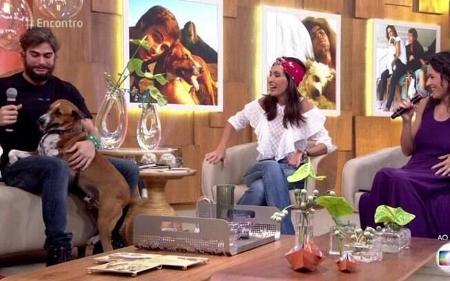 Rafael Vitti fica sem jeito após seu cachorro fazer xixi ao vivo no Programa