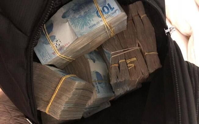 Operação da Polícia Civil com o MP-SP apreendeu mala com maços de dinheiro