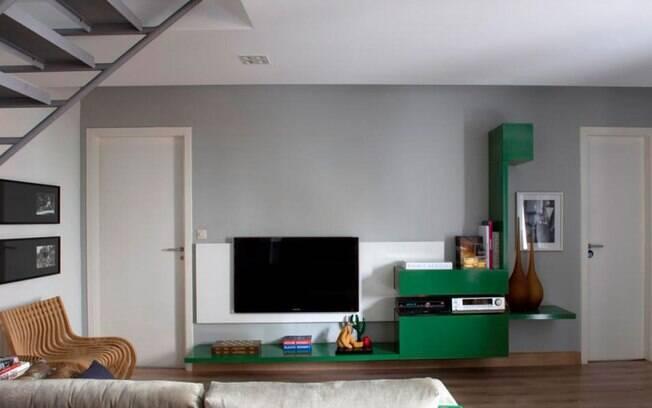 O arquiteto Ricardo Abreu Borges recomendou a tela plana numa altura confortável para quem se acomoda no sofá
