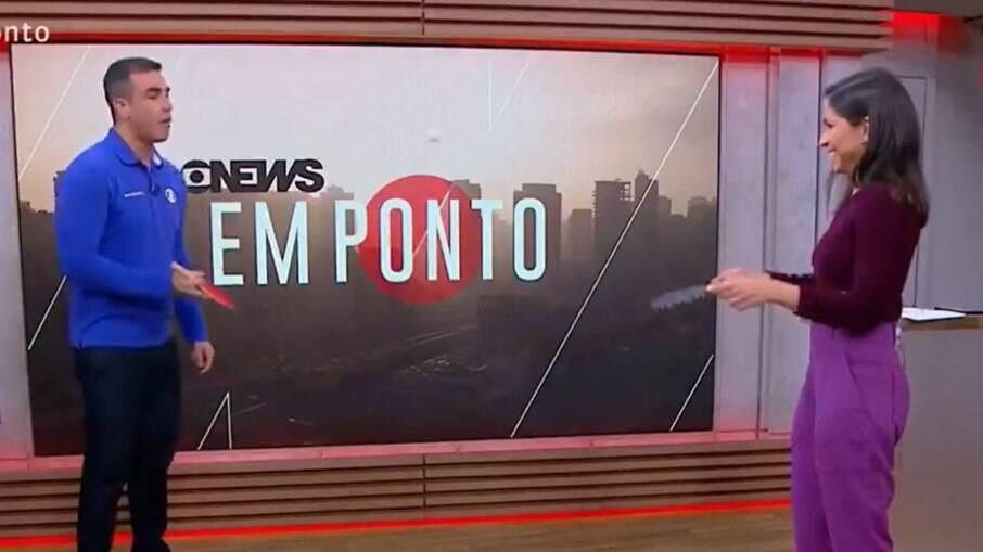 Alexandre Oliveira e Júlia Duailibi jogam tênis de mesa ao vivo na GloboNews
