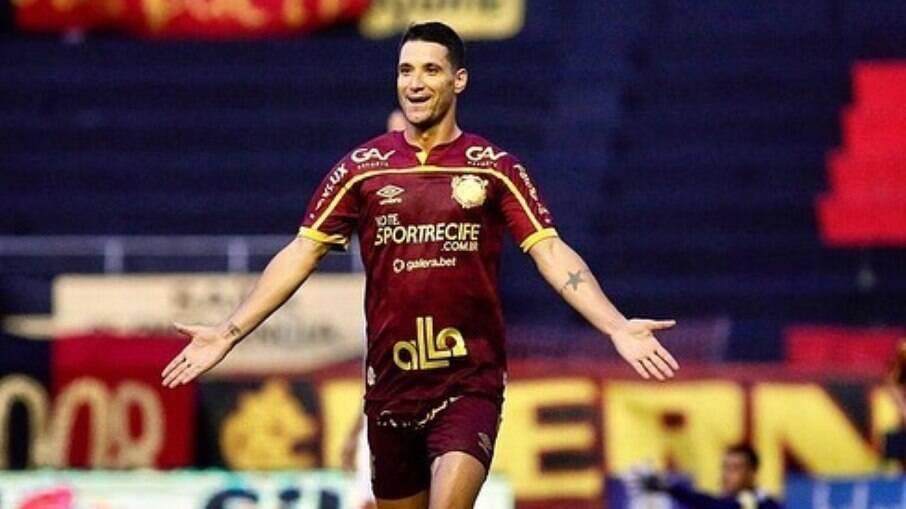 Thiago Neves é alvo de polêmica no Sport