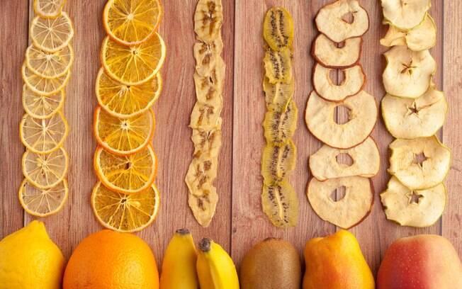 Frutas secas são ricas em benefícios. O processo de desidratar a fruta proporciona que os nutrientes fiquem mais concentrados
