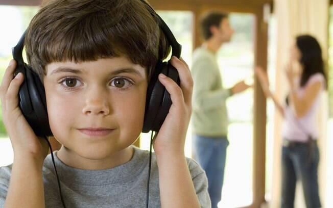 Nessa briga tecnológica de ex-companheiros, as crianças são as grandes vítimas