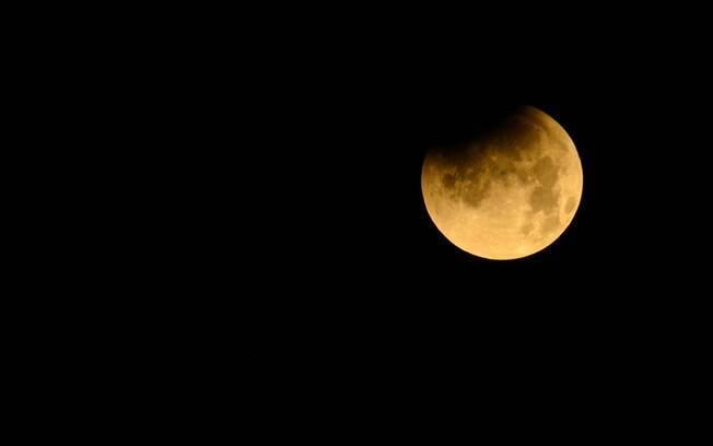 O eclipse lunar pode te ajudar a tomar decisões, mas é importante ficar atento aos detalhes para não agir por impulso