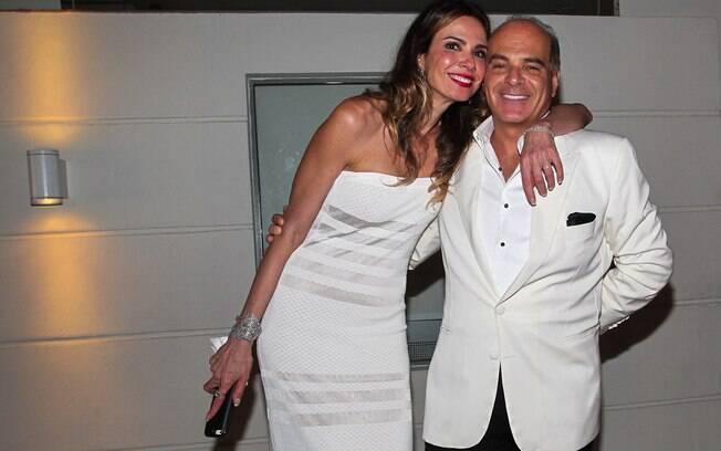 Luciana Gimenez já era funcionária da RedeTV! quando começou a namorar o vice-presidente Marcelo de Carvalho. Em 2014, o casal celebra oito anos de casamento