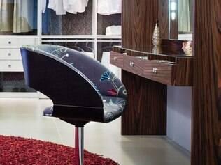 Cadeira Brigitte tem base giratória em alumínio polido. Custa R$3.021,0 na Florense