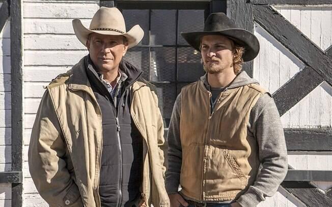 Kevin Costner (John Dutton) e Luke Grimes (Kayce Dutton),personagens principais da série
