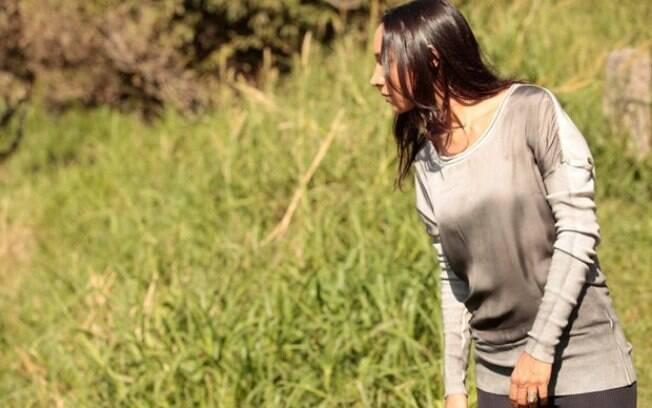 A boliviana confere se Ciça realmente caiu do penhasco