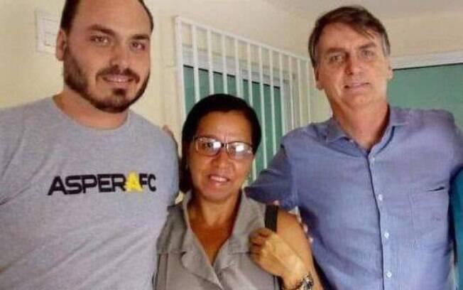 Wal do Açaí entre o vereador Carlos Bolsonaro e o presidente Jair Bolsonaro