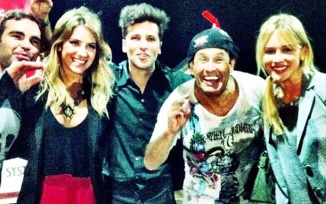 Bruno Gagliasso, Giovanna Ewbank e Fiorella Mattheis se divertiram no espetáculo de Sergio Mallandro