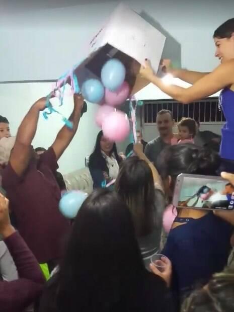 Hora dos balões foi a mais decepcionante para todos, que já estavam cansados de tanta enrolação para indicar, finalmente, qual o sexo do bebê