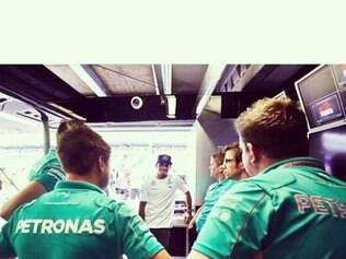 Hamilton quer manter um clima tranquilo dentro da Mercedes e, principalmente, com seu companheiro de equipe, o alemão Rosberg