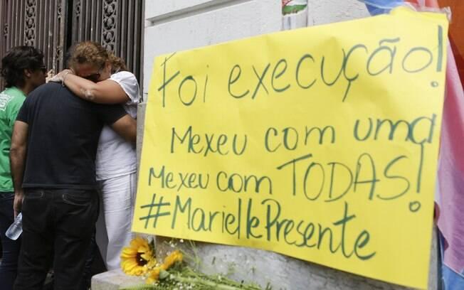 Cartazes denunciam execução de vereadora Marielle Franco, do PSOL