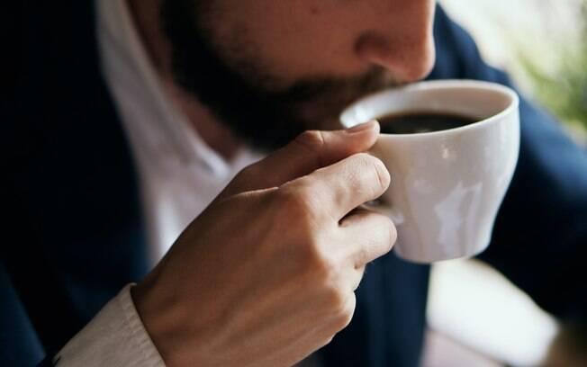 A principal autora do estudo, Andreia Machado Miranda, explica que o ideal é consumir café de forma moderada