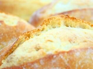 Nutricionista lembra que o pão branco não contém fibras, que dão mais saciedade