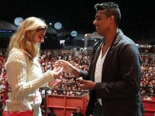 Casal ficou noivo em um show de 2013