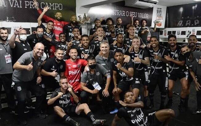 Fábio Moreno elogia a postura do elenco na goleada contra Santos