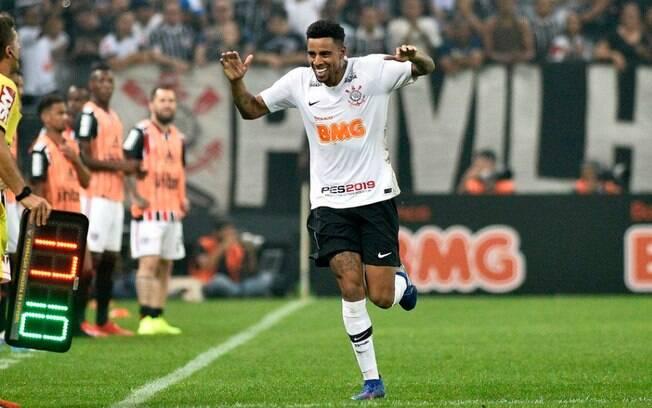 Gustavo marcou o gol da vitória do Corinthians no clássico