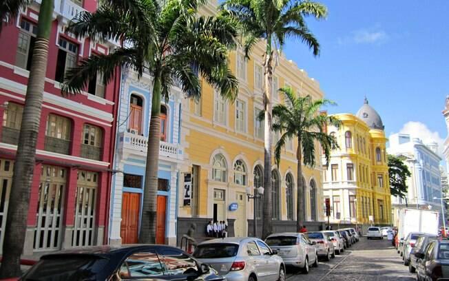 Recife, segundo colocado na lista de lugares baratos para viajar, conta com belas praias que valem a pena conhecer