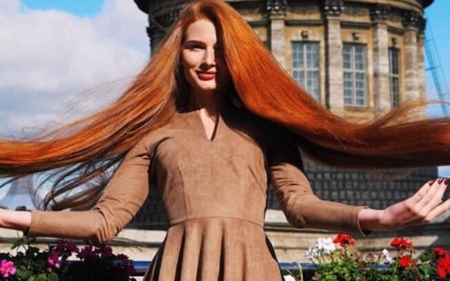 Aos 18 anos, Anastasiya sofreu com a alopecia e, aos 23, exibe cabelos de 106 cm de comprimento