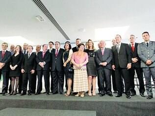 Troca-troca.  Dos 17 nomes do primeiro escalão do governo, pelo menos seis são ligados a partidos