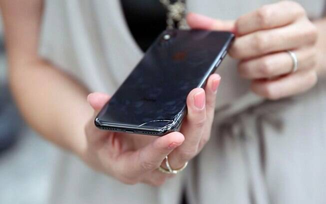 A tela do iPhone X apresentou fraturas em uma queda de apenas 1 metro.