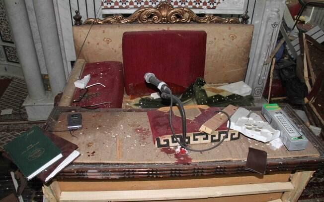 Mesa de xeque Mohammad Said Ramadan al-Buti, aliado de Assad, é vista após ataque em Damasco (21/03)