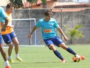 Volante revelado nas categorias de base do Cruzeiro vive expectativa por vaga cativa na equipe titular