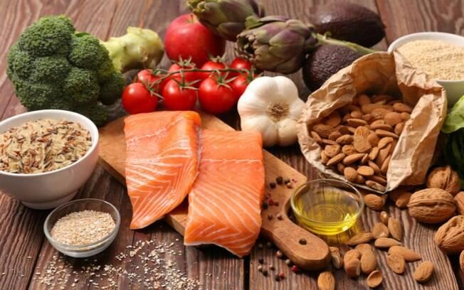 Segundo pesquisadores, a alimentação da mulher pode adiantar ou atrasar a chegada da menopausa
