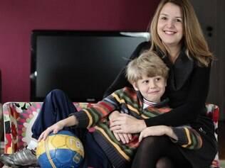 Debora Feldberg seguiu as recomendações da Supernanny quando o filho Leo era pequeno: bola dentro de casa equivalia a uma noite sem videogame