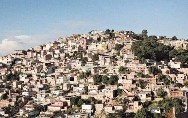 Traficantes determinam rotina de quem vive em aglomerado
