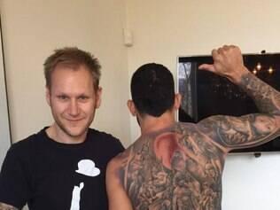 Tevez agradeceu amigo pela tatuagem