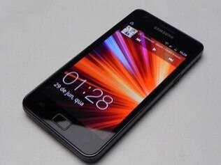 Samsung Galaxy S II faz sucesso, mas não supera popularidade do iPhone