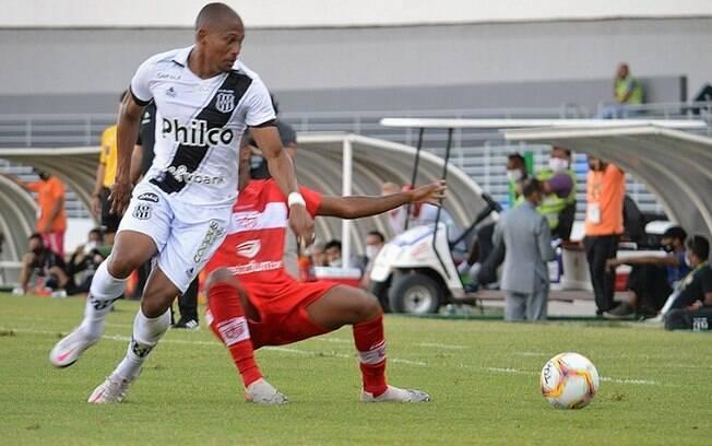 Ponte Preta treina para jogo contra o Figueirense
