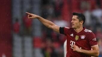 Lewandowski elogia CR7 e Messi após receber o Golden Shoe