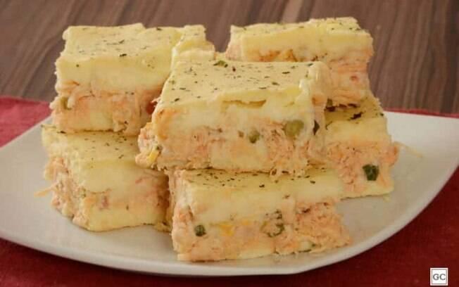 Torta cremosa de batata com frango para refeies em famlia