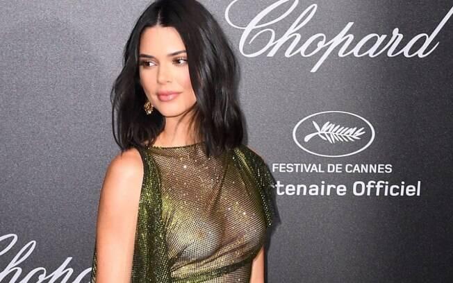 Kendall Jenner mostrou os mamilos durante uma festa exclusiva para os convidados do Festival de Cannes, na França