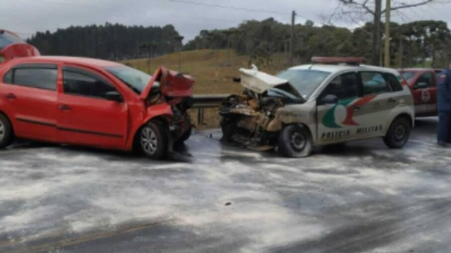 Gelo na pista causa colisão frontal entre veículos em SC
