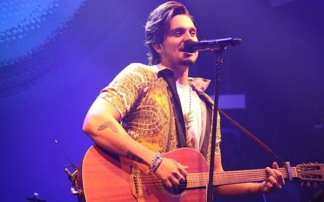 Luan Santana faz show no Nosso Camarote Bradesco e anima a noite